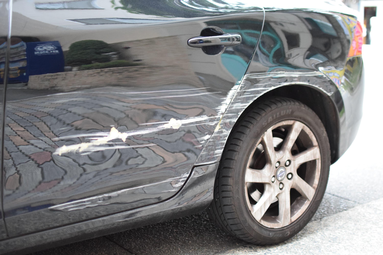 修理 傷 代 の 車